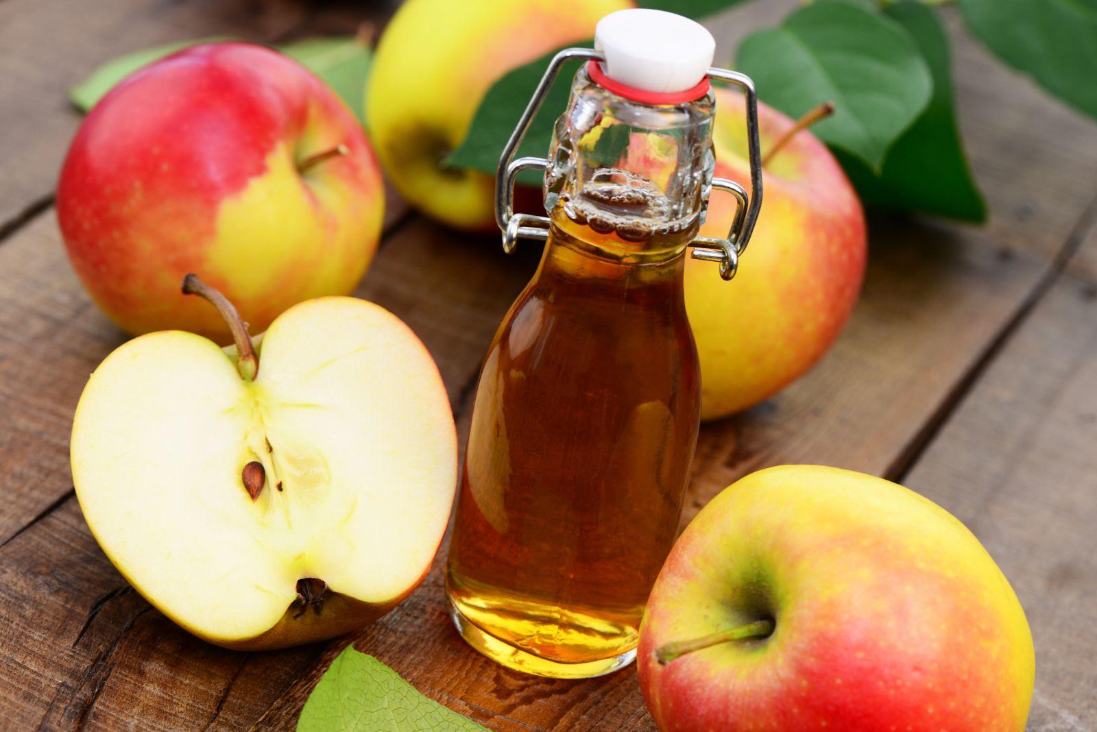 Giấm táo có khả năng trị gàu