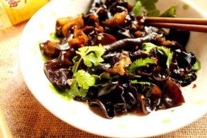 Món ăn bổ máu làm từ nấm mèo đen