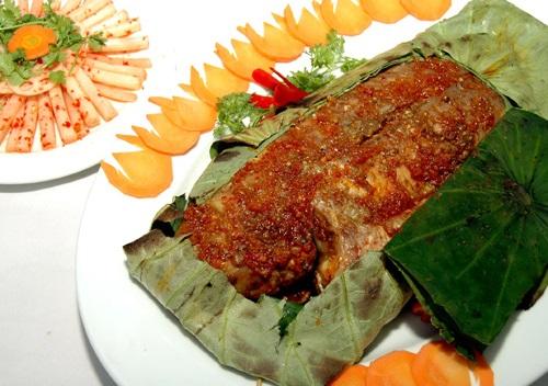 Món ăn từ sen: Cá điêu hồng nướng lá sen