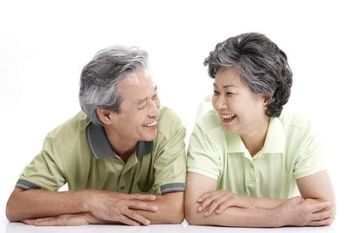 Hạt điều rang muối - phòng ngừa bệnh tim mạch cho người cao tuổi