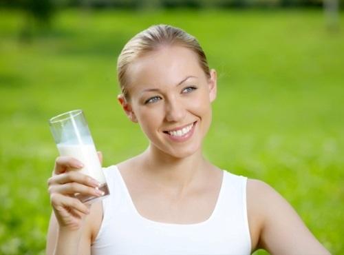 Phụ nữ thường xuyên uống sữa đậu nành sẽ rất tốt cho da