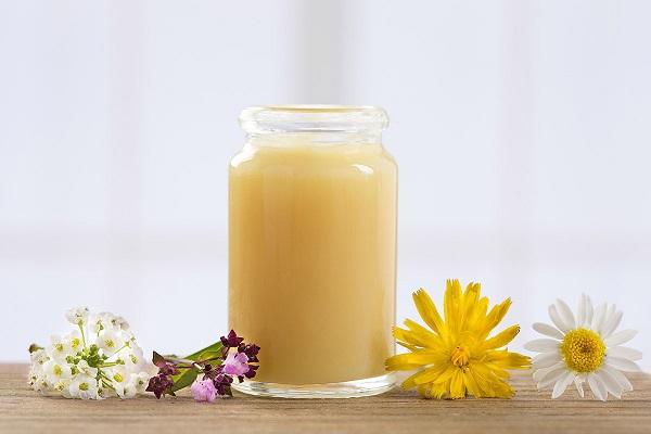 Chọn lọc những cách làm đẹp bằng sữa ong chúa tốt nhất cho da mặt