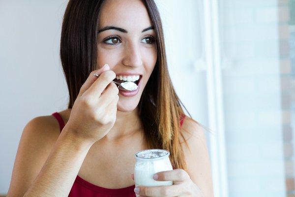 Cách làm đẹp bằng sữa chua không đường và những lưu ý khi dùng 2