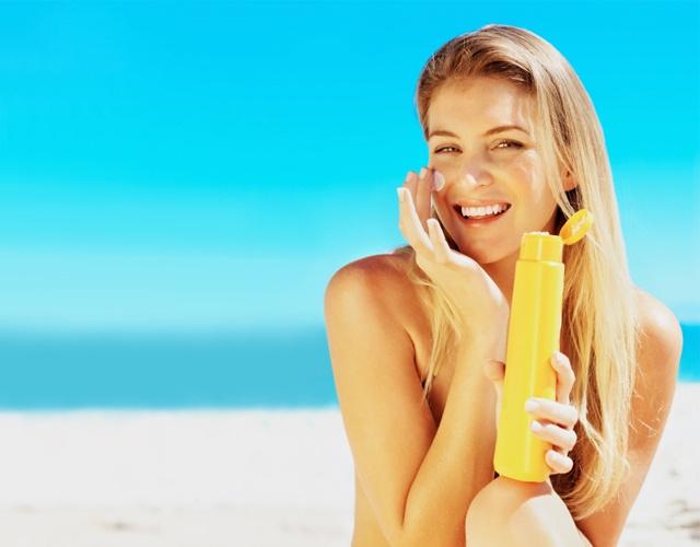 Thoa kem chống nắng sai cách khiến da bị mụn, lão hóa