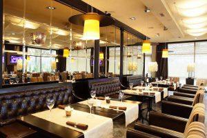 Nội thất không quá cầu kỳ và rườm rà nhưng nhà hàng vẫn toát lên vẻ đẹp sang trọng và tinh tế.
