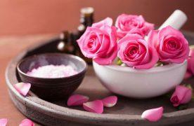 Có nên rửa mặt sau khi sử dụng nước hoa hồng?