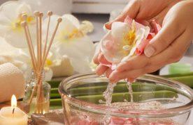 Làm sao chọn nước hoa hồng phù hợp? Sử dụng như thế nào là hiệu quả?