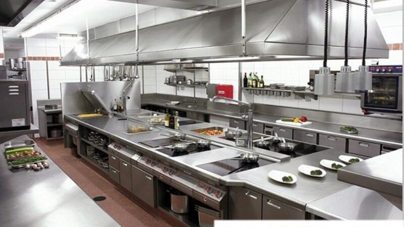 Bố trí bếp nhà hàng hợp lý, phân chia thành từng bộ phận khác nhau, tạo lối đi đủ rộng rãi thông thoáng
