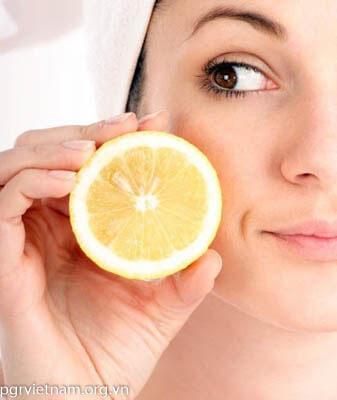 Nước cam trị giúp giảm thâm vùng da quanh mắt