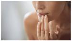 cách tẩy da chết môi bằng nguyên liệu thiên nhiên ngay tại nhà